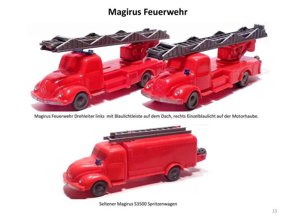 Magirus Feuerwehr Magirus Feuerwehr Drehleiter links mit Blaulichtleiste auf dem Dach, rechts Einzelblaulicht auf der Motorhaube.
