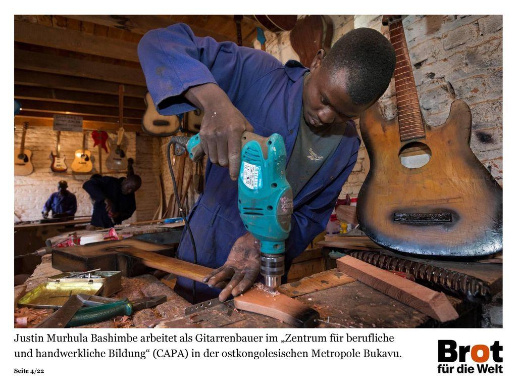 """Justin Murhula Bashimbe arbeitet als Gitarrenbauer im """"Zentrum für berufliche und handwerkliche Bildung (CAPA) in der ostkongolesischen Metropole Bukavu."""