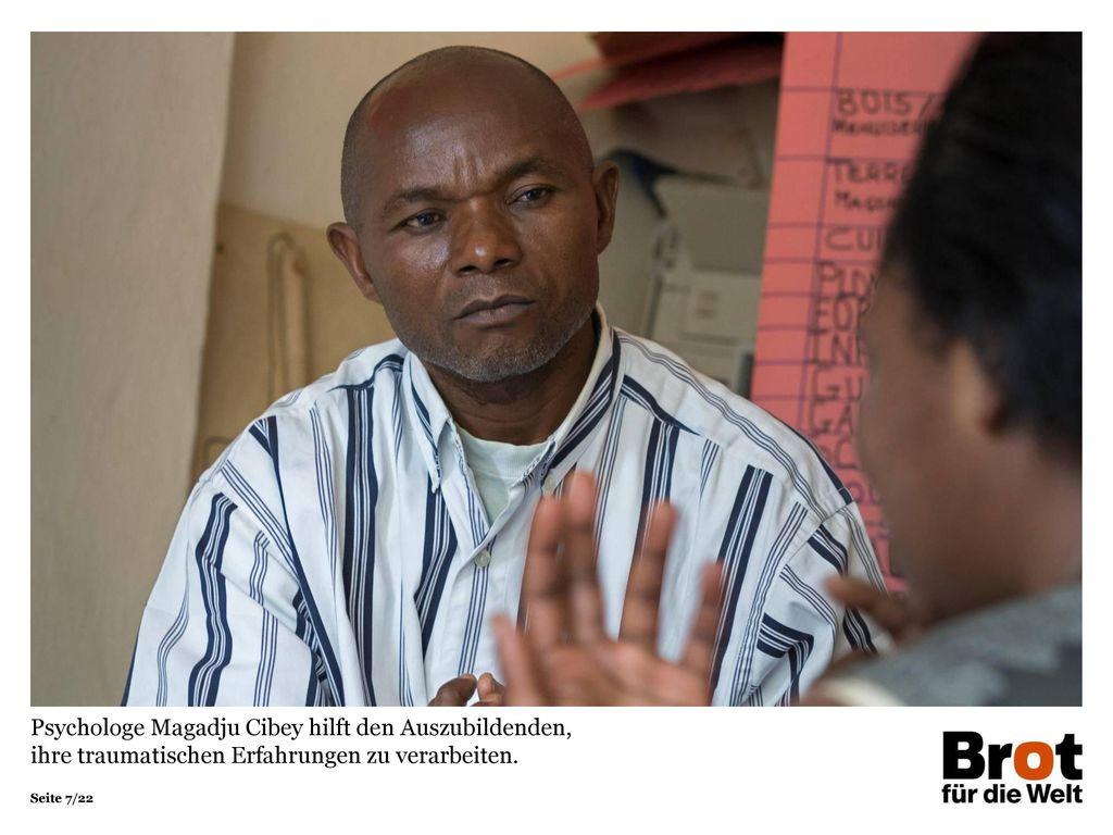 Psychologe Magadju Cibey hilft den Auszubildenden, ihre traumatischen Erfahrungen zu verarbeiten.
