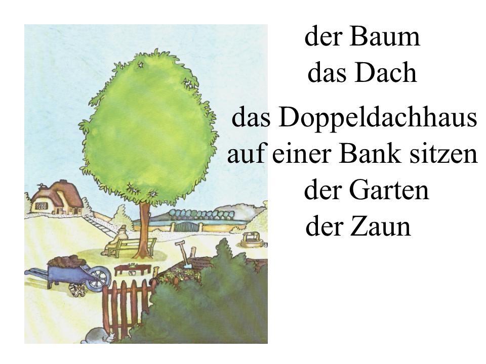 der Baum das Dach das Doppeldachhaus auf einer Bank sitzen der Garten der Zaun