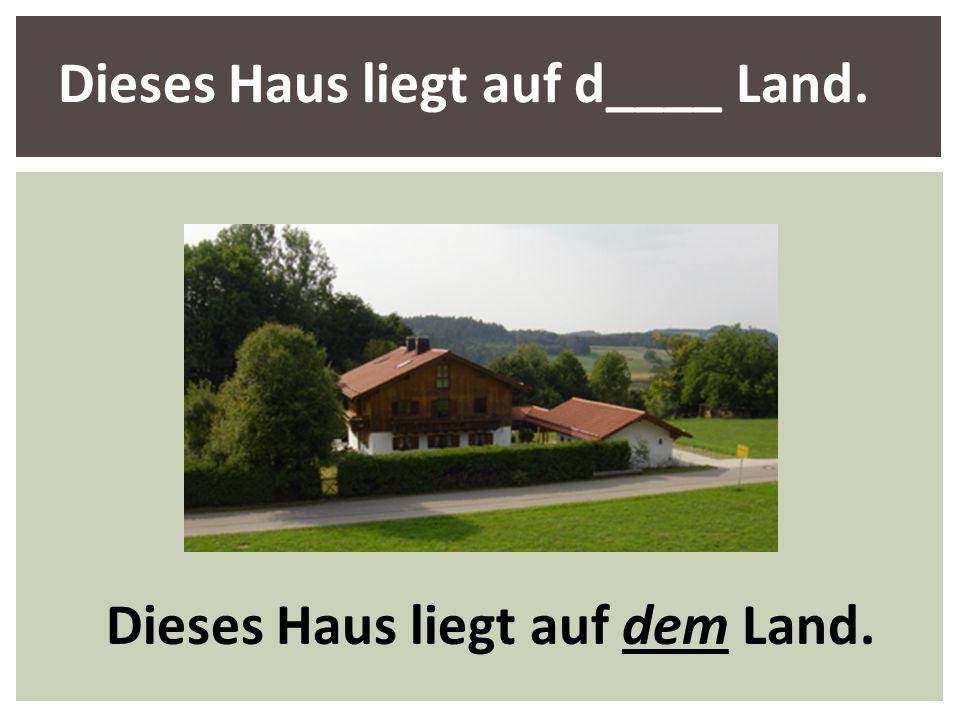 Dieses Haus liegt auf d____ Land.