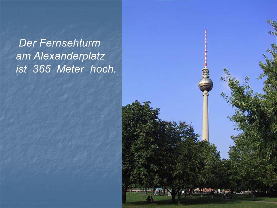 Der Fernsehturm am Alexanderplatz ist 365 Meter hoch.