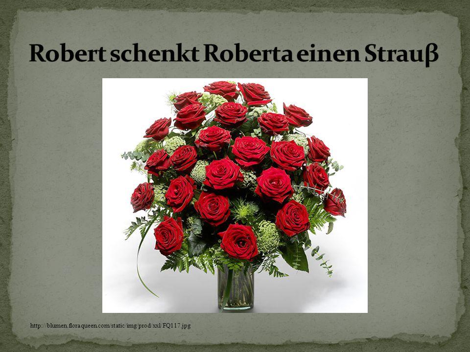 Robert schenkt Roberta einen Strauβ