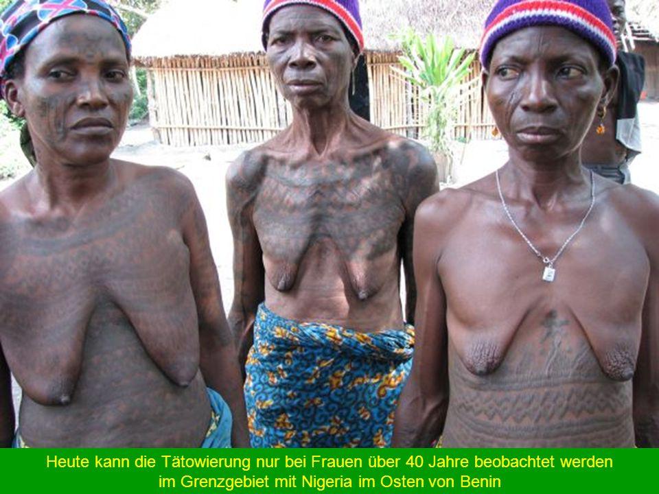 Heute kann die Tätowierung nur bei Frauen über 40 Jahre beobachtet werden im Grenzgebiet mit Nigeria im Osten von Benin