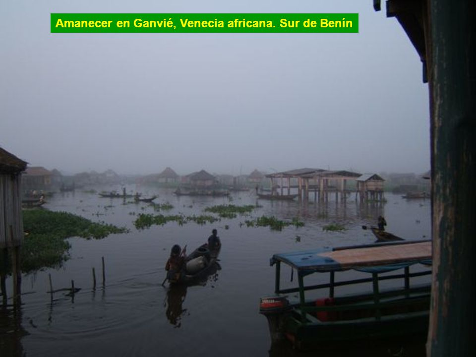 Amanecer en Ganvié, Venecia africana. Sur de Benín