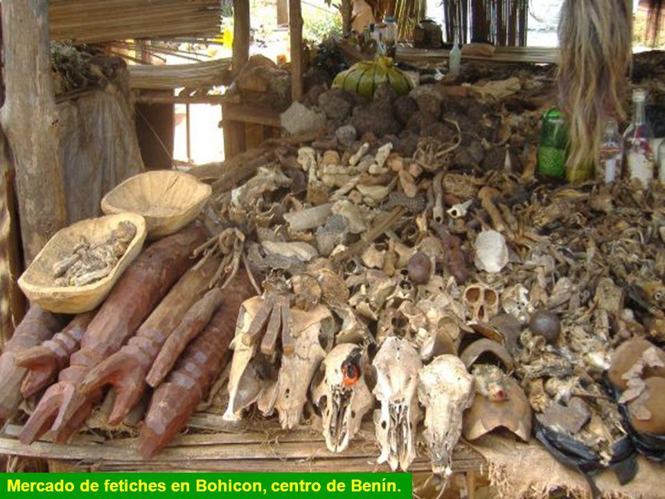 Mercado de fetiches en Bohicon, centro de Benín.