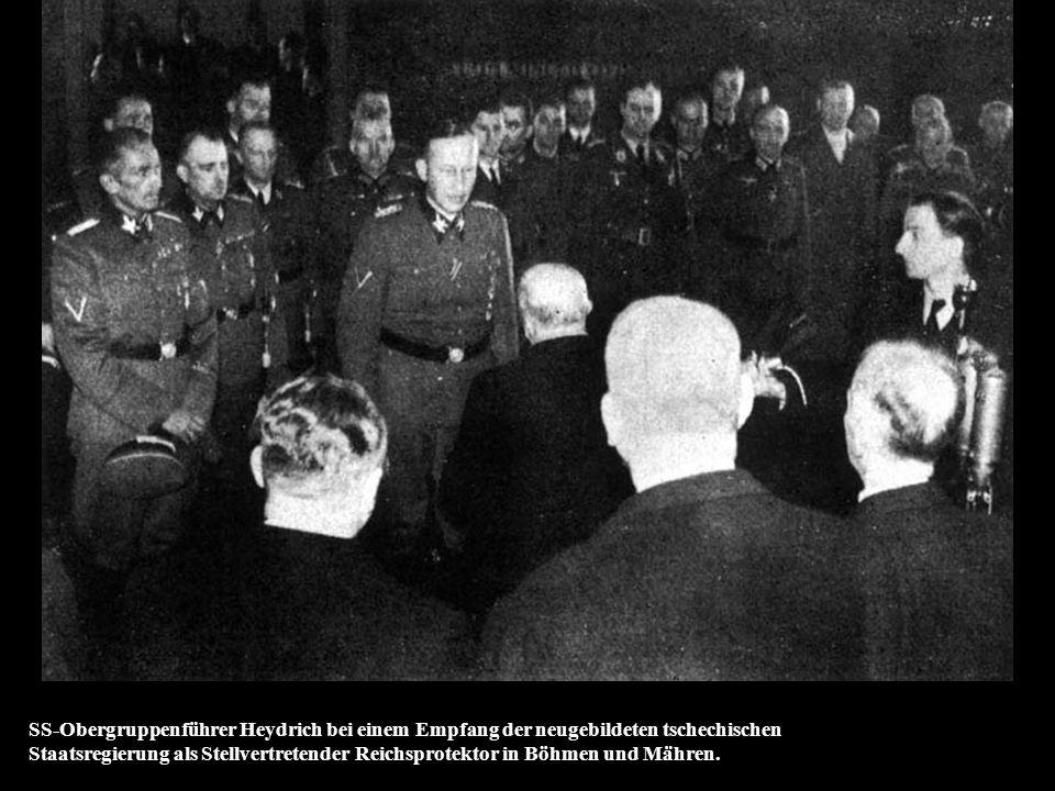 SS-Obergruppenführer Heydrich bei einem Empfang der neugebildeten tschechischen Staatsregierung als Stellvertretender Reichsprotektor in Böhmen und Mähren.