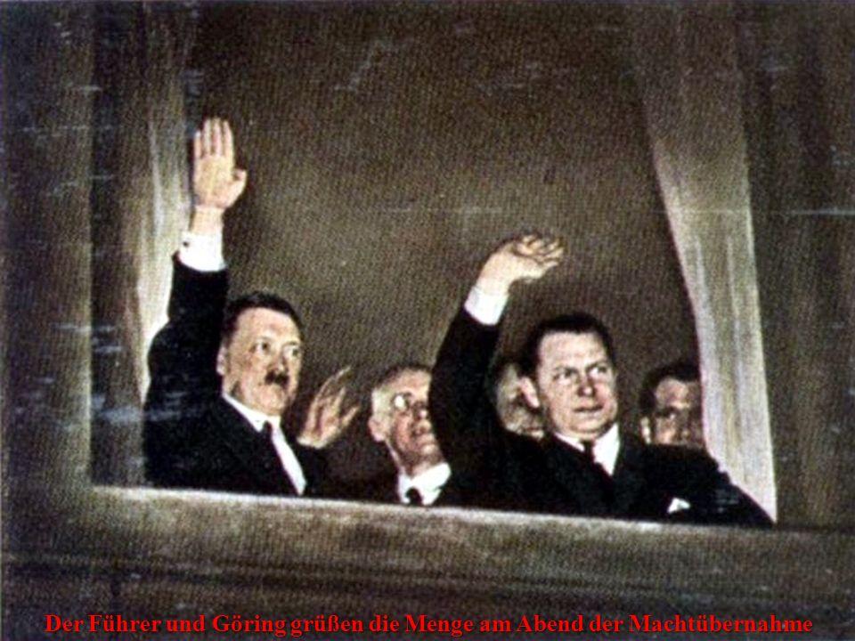 Der Führer und Göring grüßen die Menge am Abend der Machtübernahme