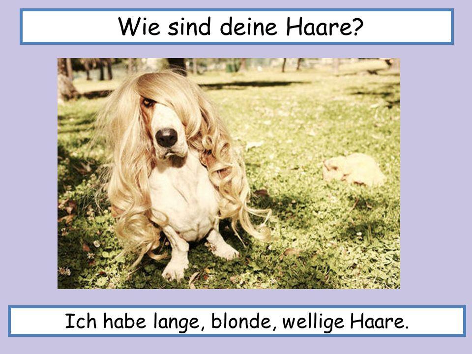Ich habe lange, blonde, wellige Haare.