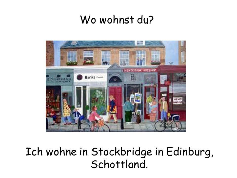 Ich wohne in Stockbridge in Edinburg, Schottland.