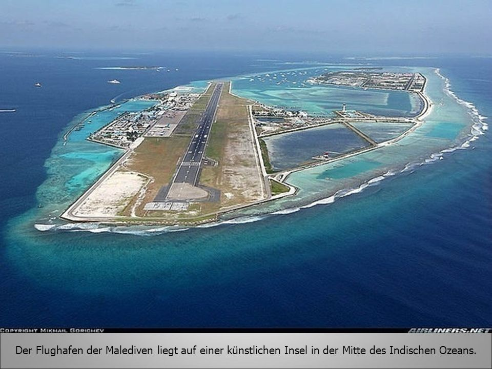 Der Flughafen der Malediven liegt auf einer künstlichen Insel in der Mitte des Indischen Ozeans.