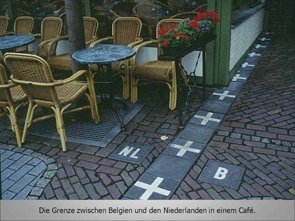 Die Grenze zwischen Belgien und den Niederlanden in einem Café.