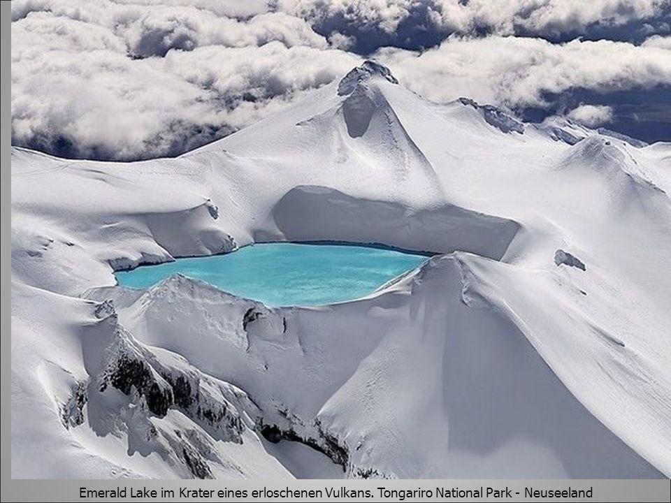 Emerald Lake im Krater eines erloschenen Vulkans