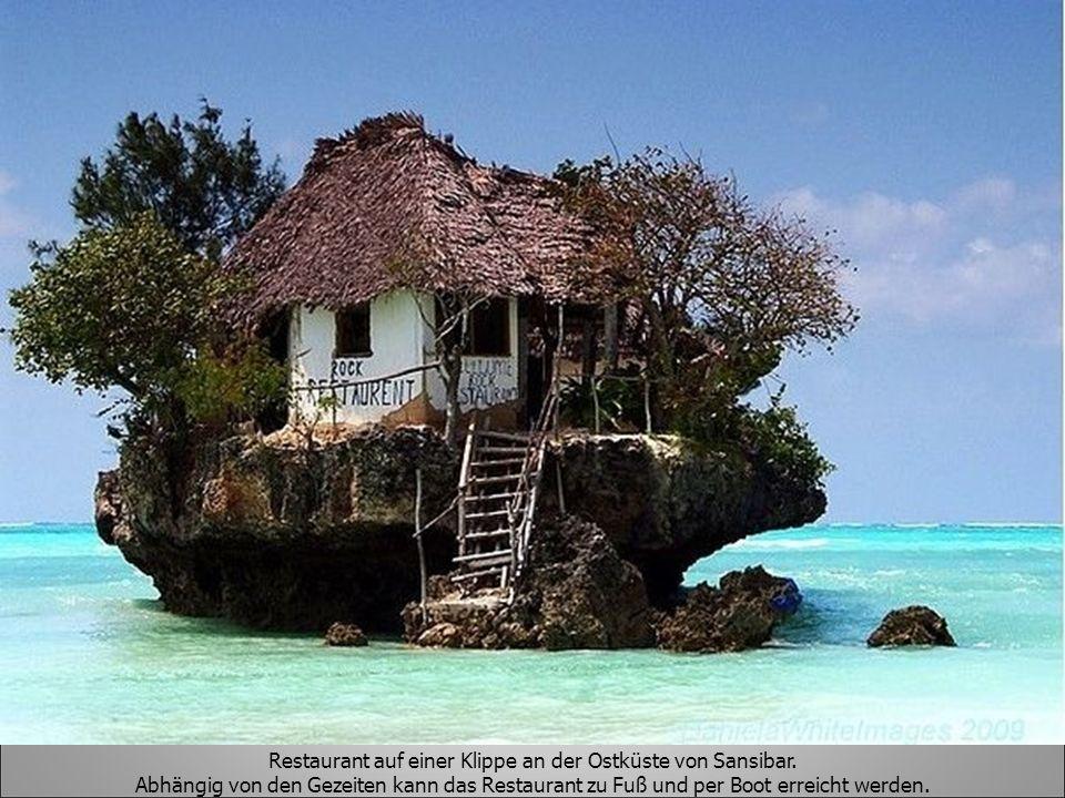 Restaurant auf einer Klippe an der Ostküste von Sansibar.