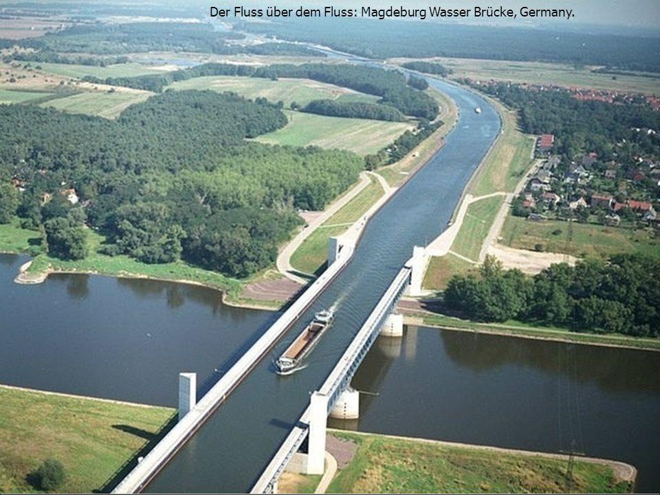 Der Fluss über dem Fluss: Magdeburg Wasser Brücke, Germany.