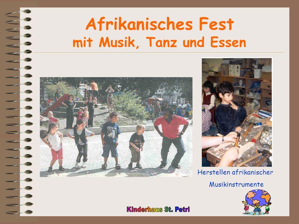 Afrikanisches Fest mit Musik, Tanz und Essen