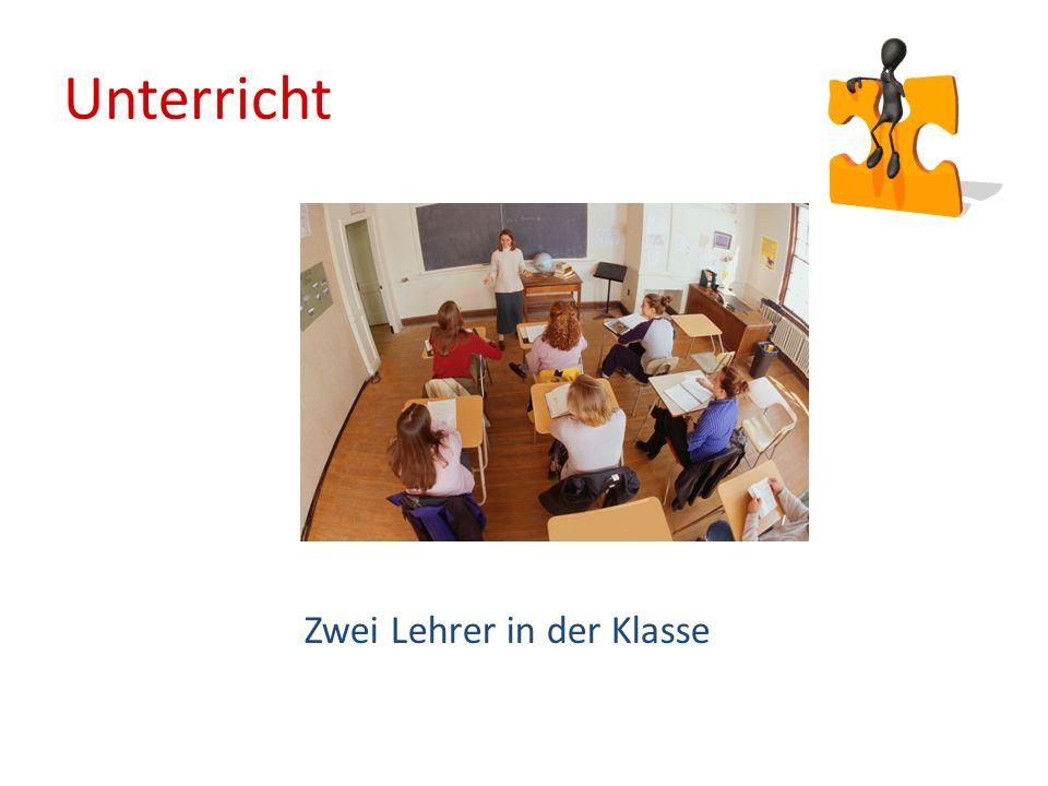 Zwei Lehrer in der Klasse