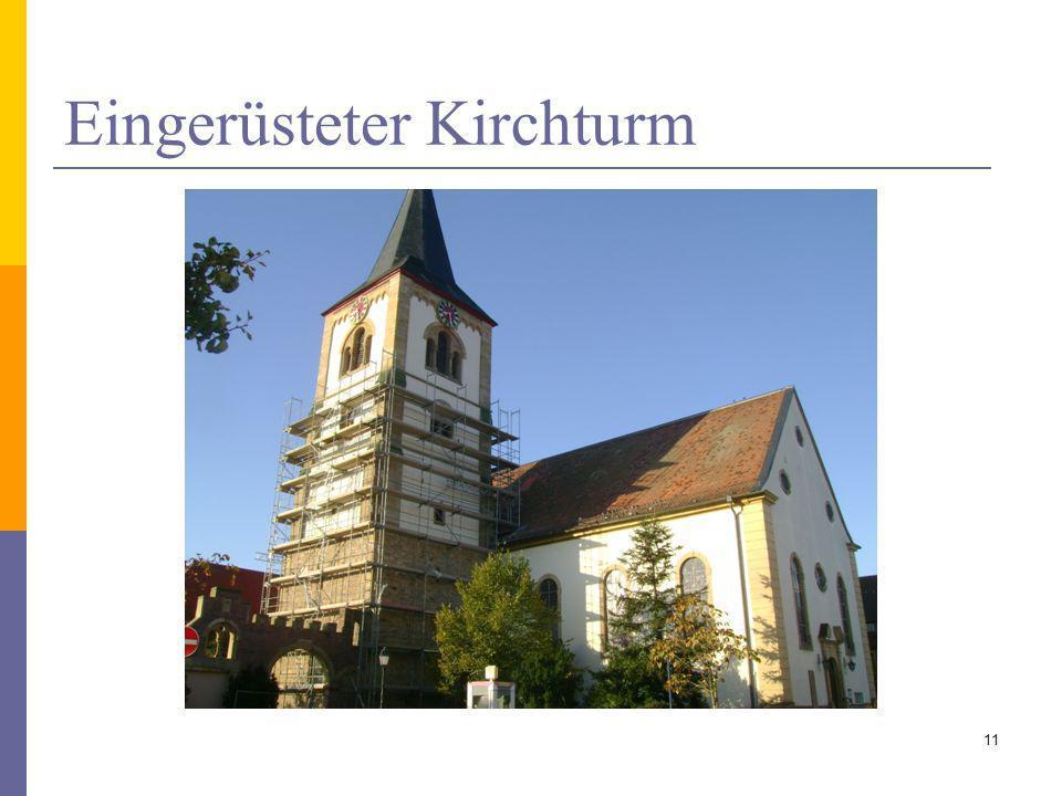 Eingerüsteter Kirchturm