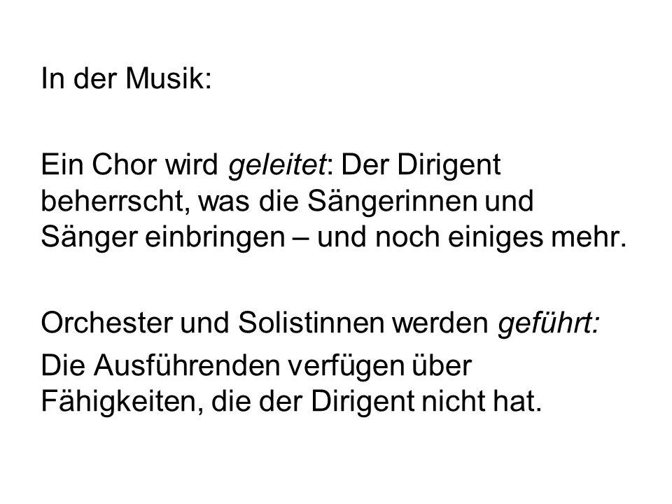 In der Musik: Ein Chor wird geleitet: Der Dirigent beherrscht, was die Sängerinnen und Sänger einbringen – und noch einiges mehr.
