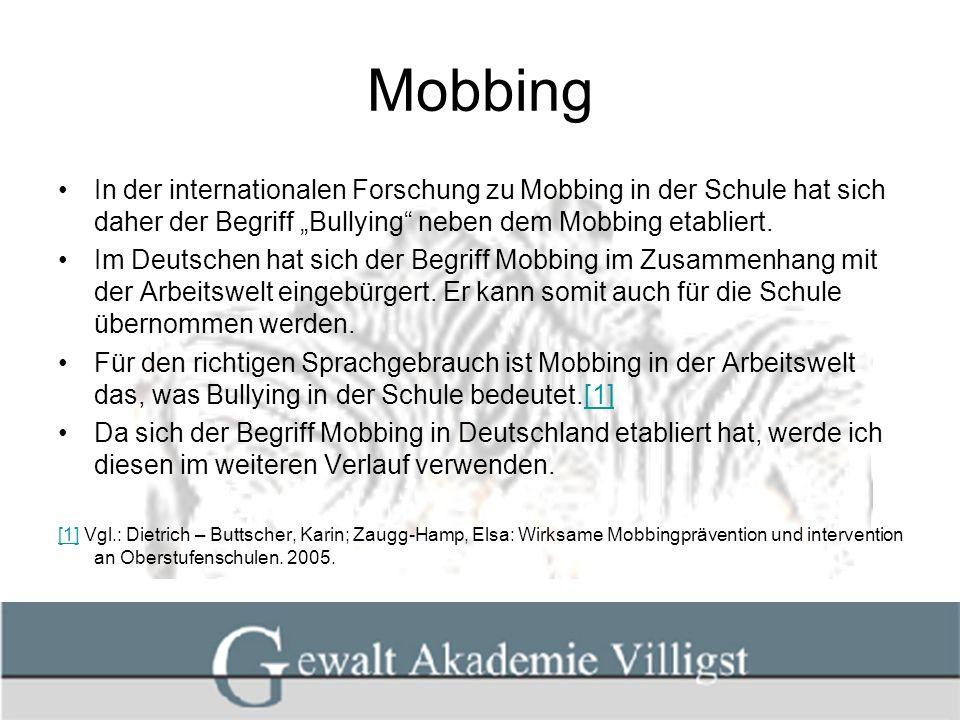"""Mobbing In der internationalen Forschung zu Mobbing in der Schule hat sich daher der Begriff """"Bullying neben dem Mobbing etabliert."""