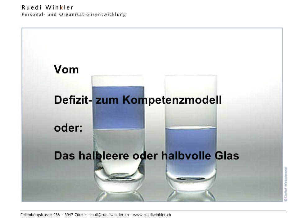 Defizit- zum Kompetenzmodell oder: Das halbleere oder halbvolle Glas