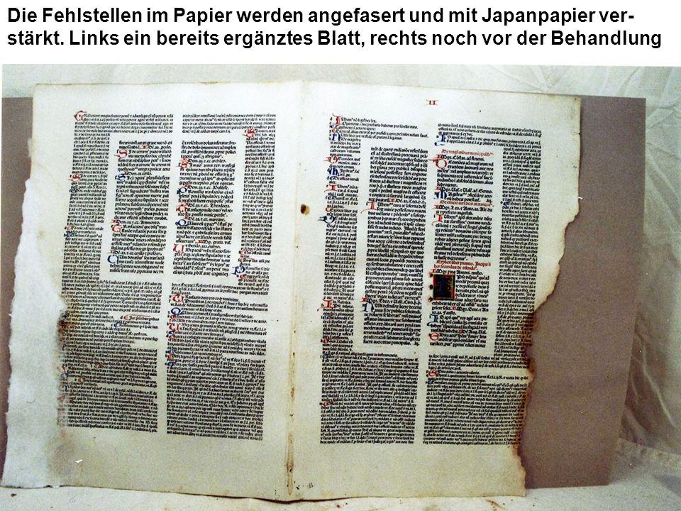 Die Fehlstellen im Papier werden angefasert und mit Japanpapier ver-stärkt.