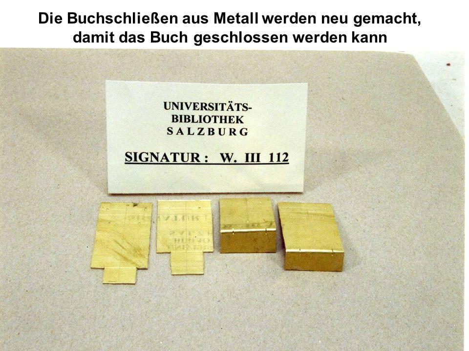 Die Buchschließen aus Metall werden neu gemacht,