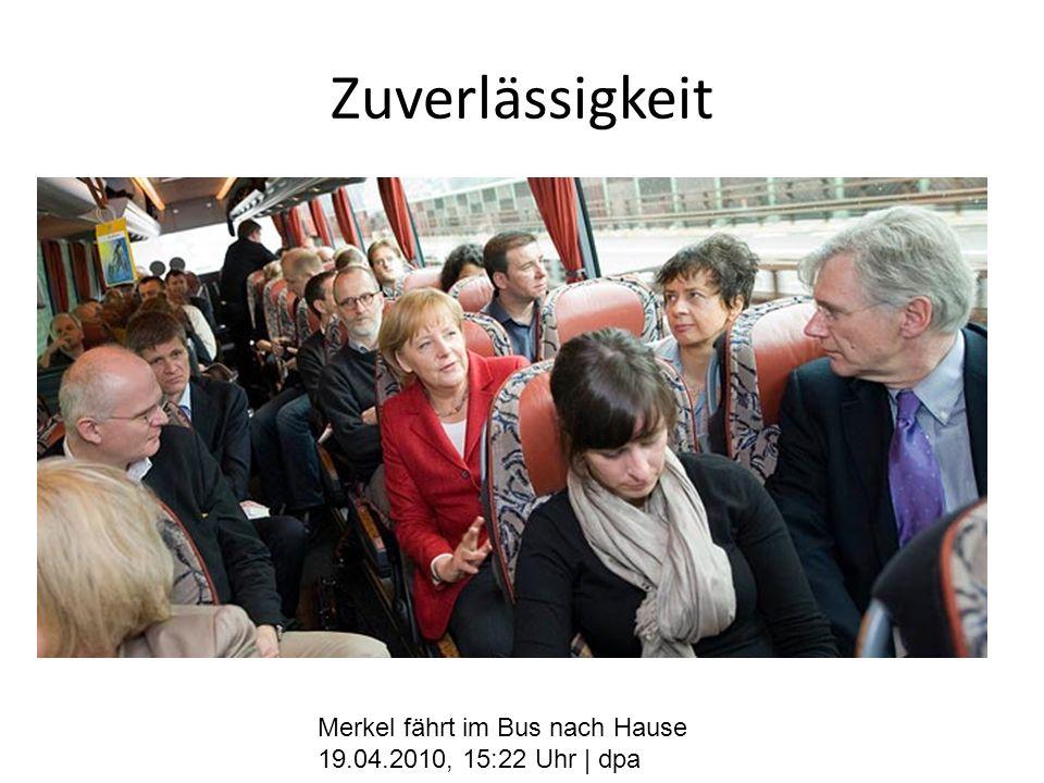 Zuverlässigkeit Merkel fährt im Bus nach Hause