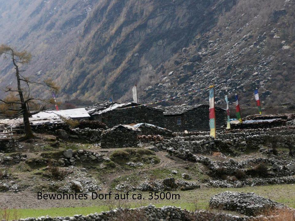 Bewohntes Dorf auf ca. 3500m