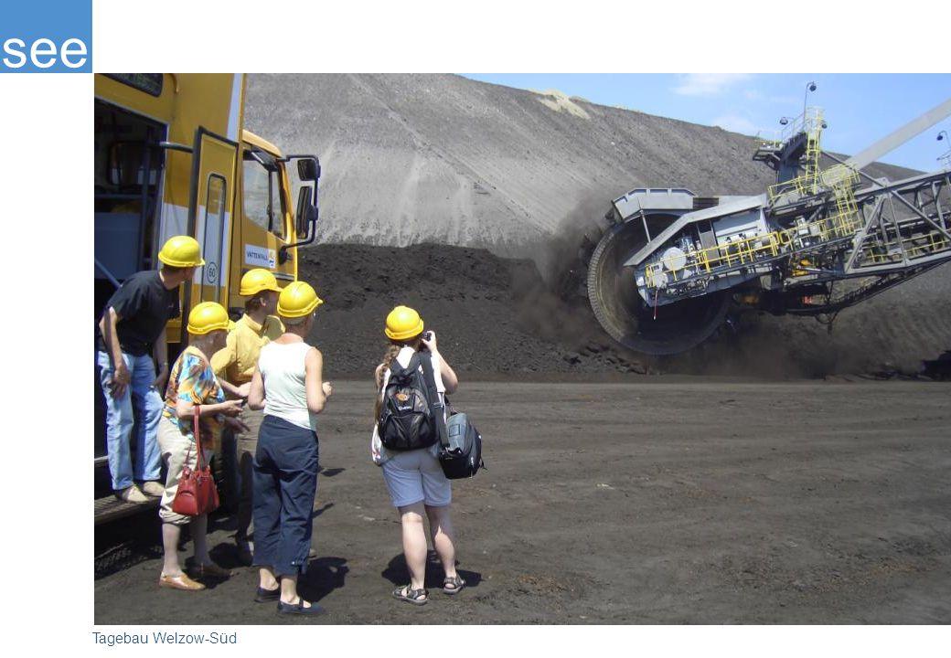 Das multimediale Ausflugs-zentrum des Kraftwerkes Schwarze Pumpe bietet für Touristen ebenfalls Wissenswertes über die Region, Tagebaue und Verstromung von Braunkohle, aber auch Technik zum Anfassen. Von der 162 m hoch gelegenen Aussichtsplattform hat man einen herrlichen Rundblick über die Region.