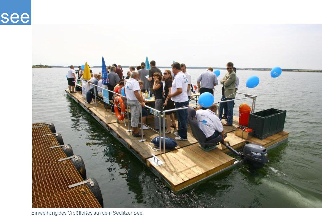 Die Seetauglichkeit eines Großfloßes hat der Ilse-See-Sportverein, mit dem die IBA kooperiert, bereits bei der Jungfernfahrt im April 2008 eindrucksvoll demonstriert. Derzeit muss der Verein noch auf den Sedlitzer See ausweichen.