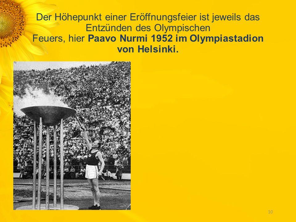 Der Höhepunkt einer Eröffnungsfeier ist jeweils das Entzünden des Olympischen Feuers, hier Paavo Nurmi 1952 im Olympiastadion von Helsinki.