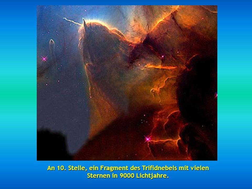 An 10. Stelle, ein Fragment des Trifidnebels mit vielen Sternen in 9000 Lichtjahre.