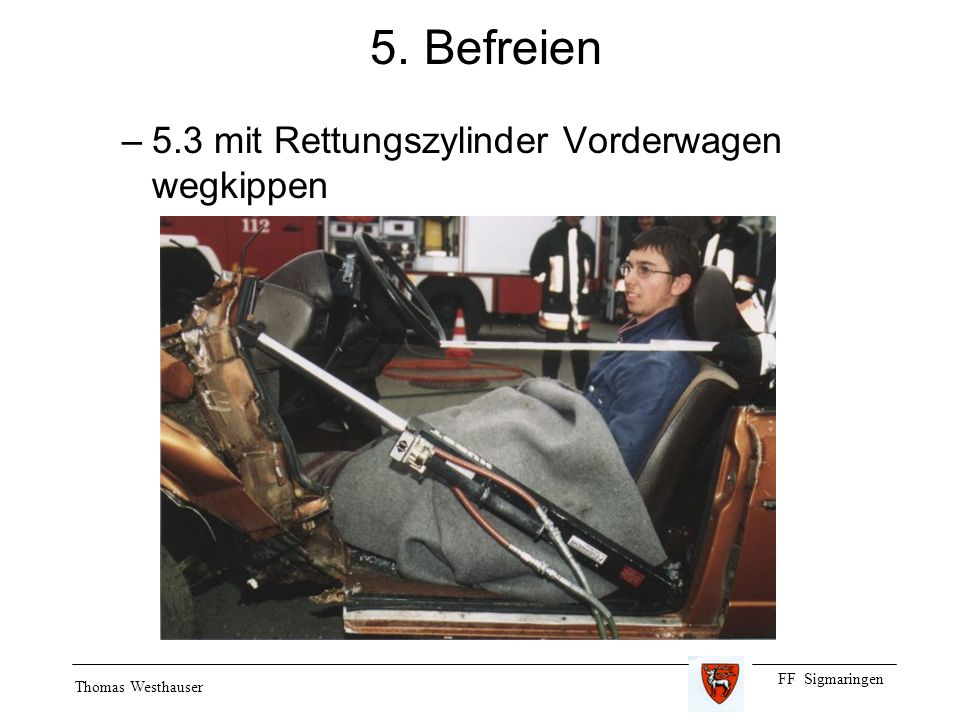 5. Befreien 5.3 mit Rettungszylinder Vorderwagen wegkippen