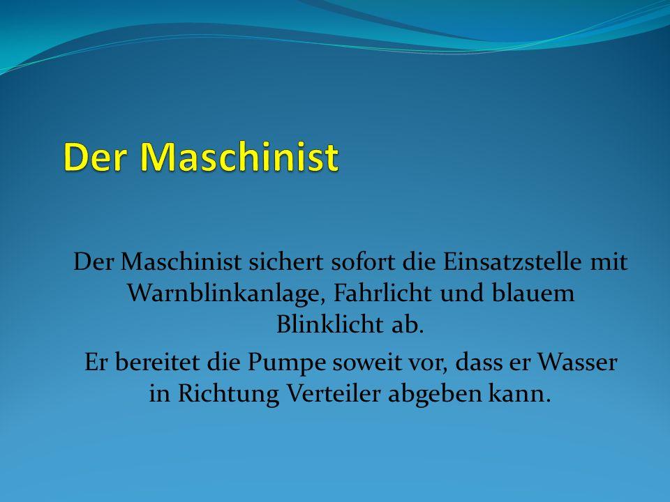Der Maschinist Der Maschinist sichert sofort die Einsatzstelle mit Warnblinkanlage, Fahrlicht und blauem Blinklicht ab.