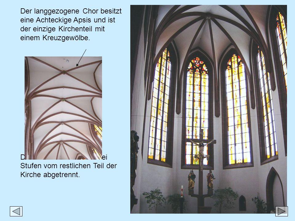 Der langgezogene Chor besitzt eine Achteckige Apsis und ist der einzige Kirchenteil mit einem Kreuzgewölbe.