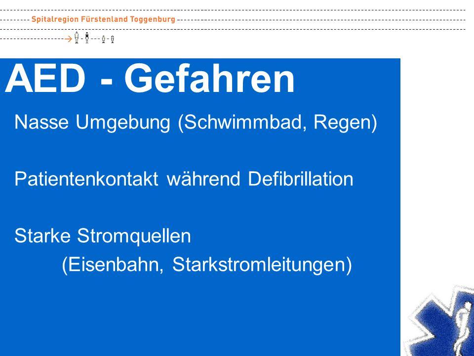 AED - Gefahren Nasse Umgebung (Schwimmbad, Regen)