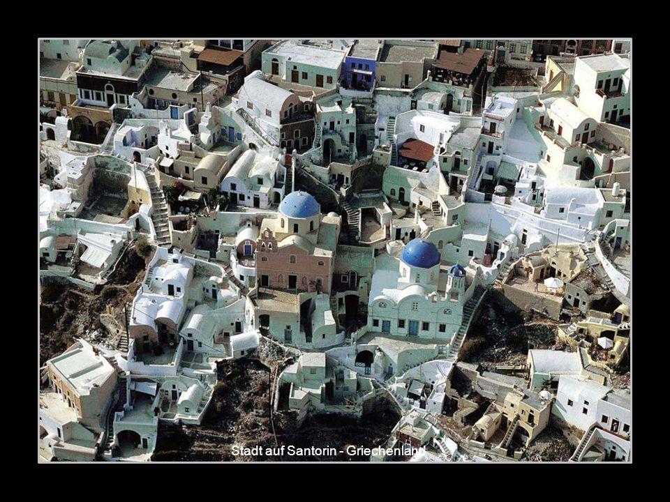 Stadt auf Santorin - Griechenland