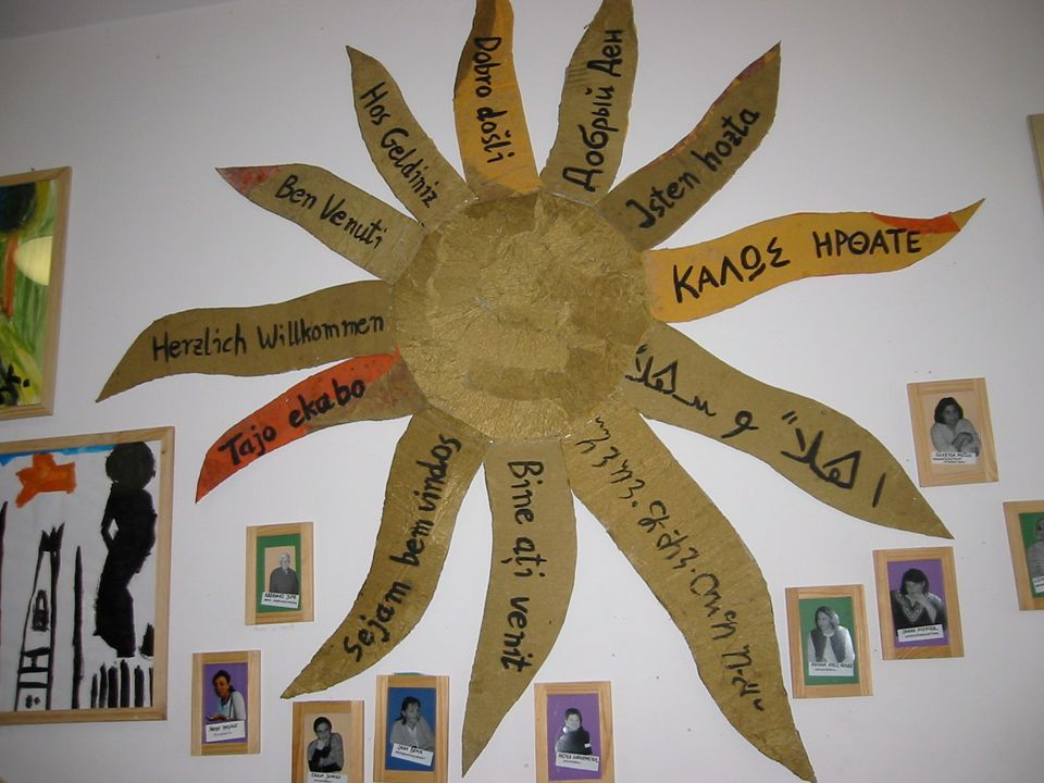 Eltern als Experten/Jede Sprache/Kultur wird bei der Begrüßung in der Eingangshalle wertgeschätzt.