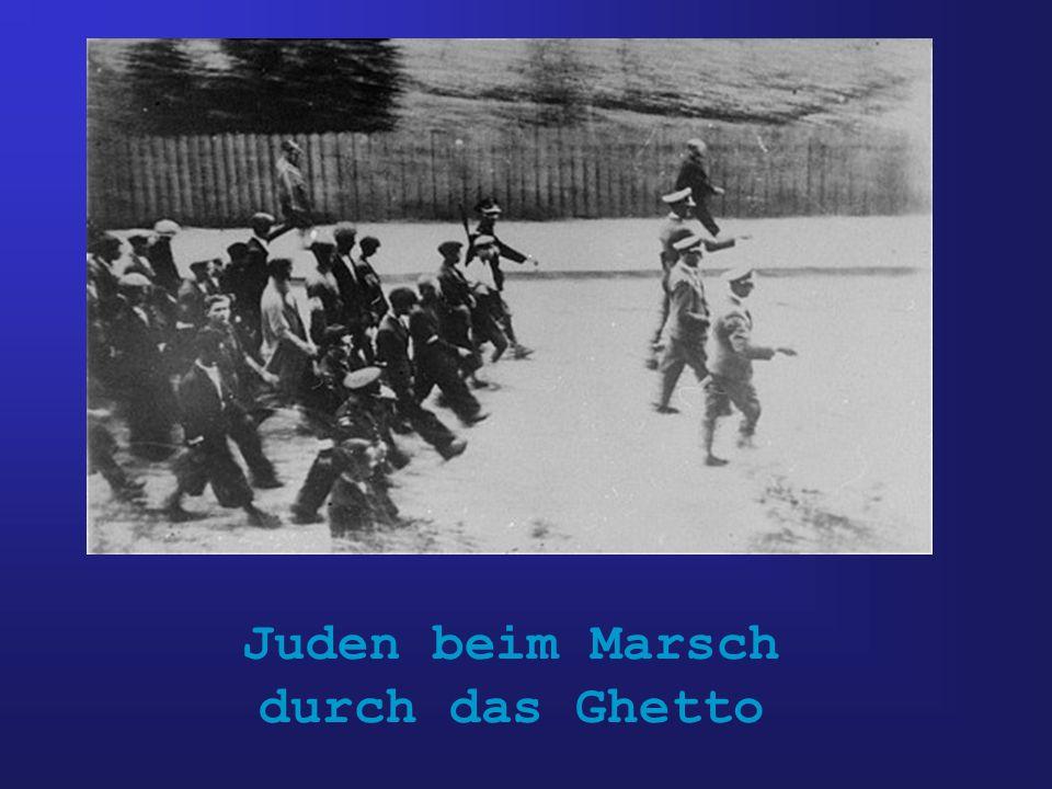 Juden beim Marsch durch das Ghetto
