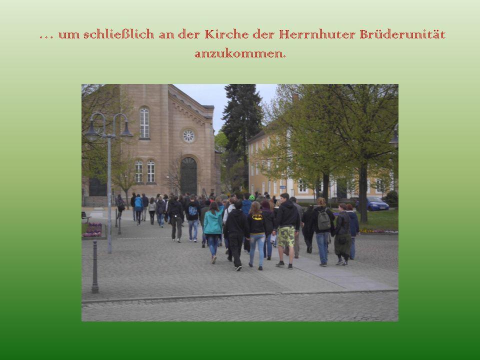 … um schließlich an der Kirche der Herrnhuter Brüderunität anzukommen.
