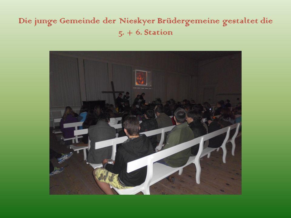 Die junge Gemeinde der Nieskyer Brüdergemeine gestaltet die 5. + 6