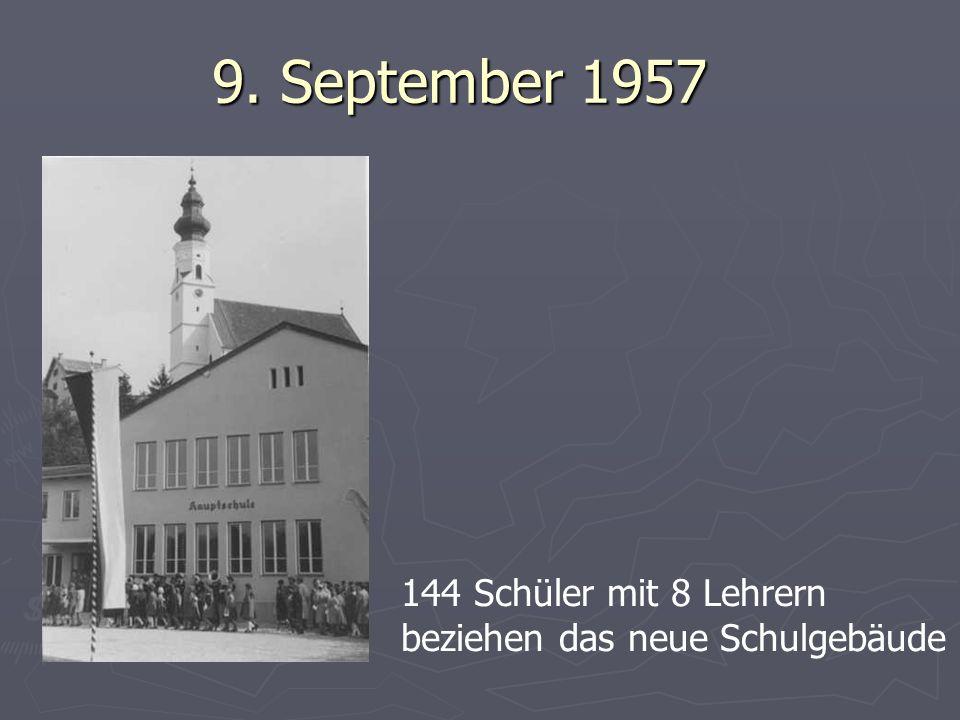 9. September 1957 144 Schüler mit 8 Lehrern