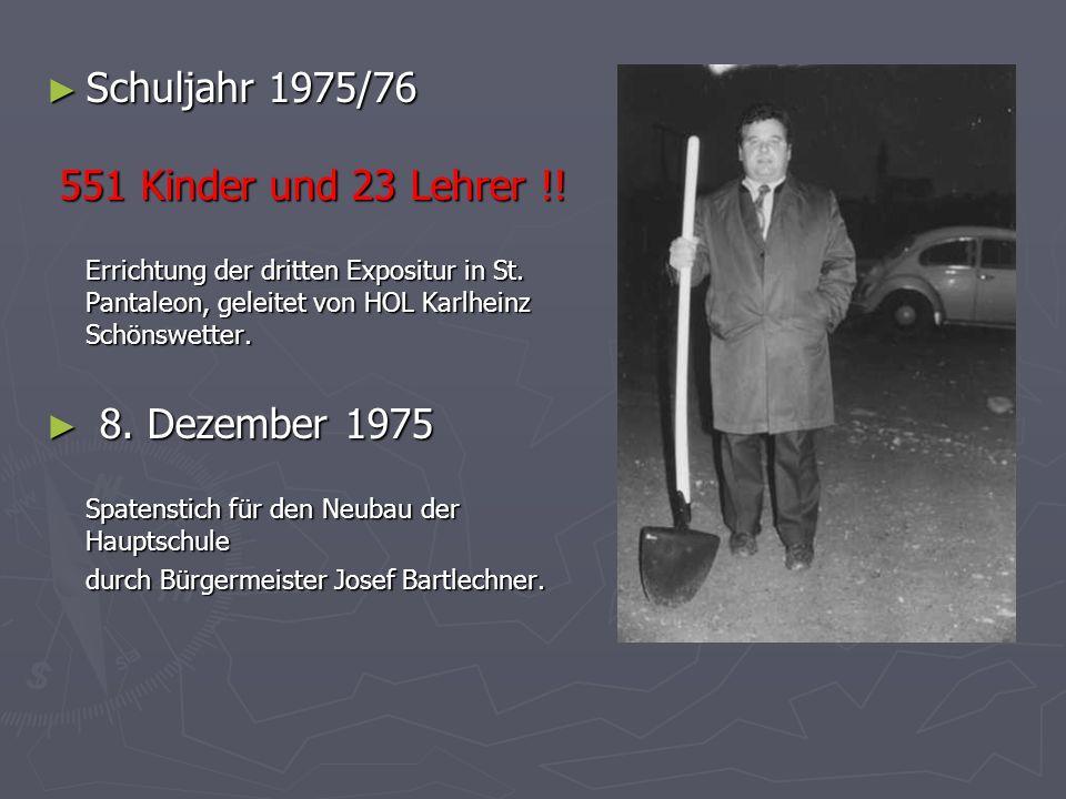 Schuljahr 1975/76 551 Kinder und 23 Lehrer !! 8. Dezember 1975