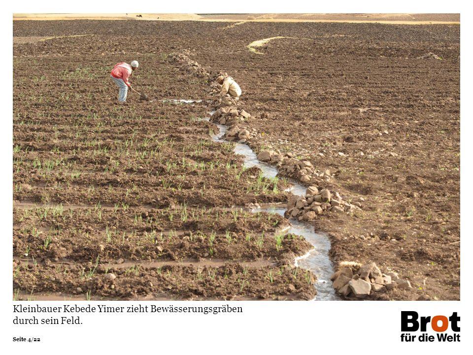 Kleinbauer Kebede Yimer zieht Bewässerungsgräben