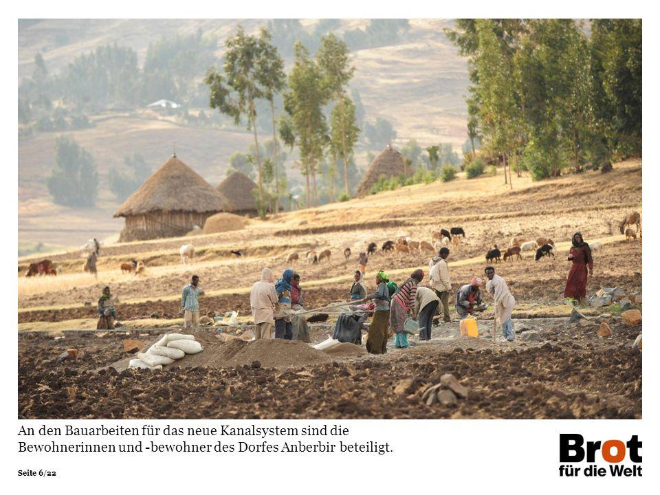 An den Bauarbeiten für das neue Kanalsystem sind die Bewohnerinnen und -bewohner des Dorfes Anberbir beteiligt.