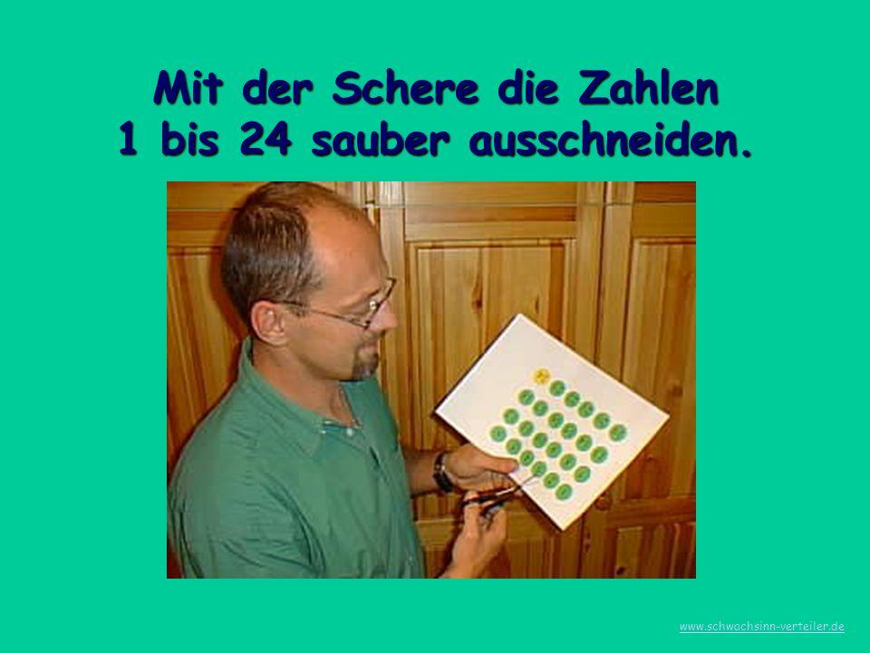 Mit der Schere die Zahlen 1 bis 24 sauber ausschneiden.