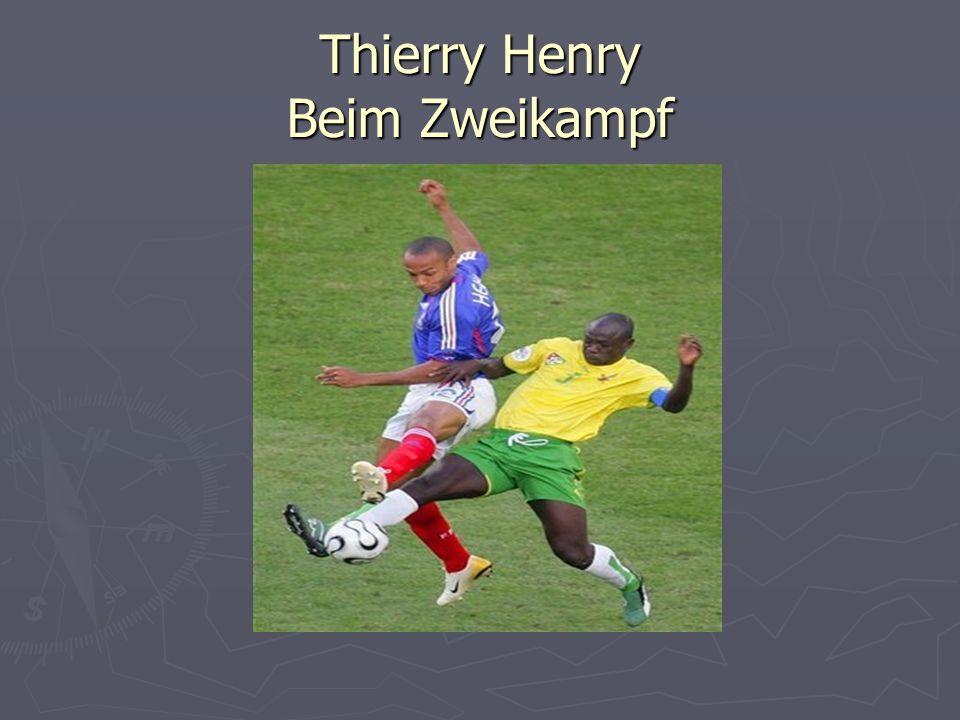 Thierry Henry Beim Zweikampf