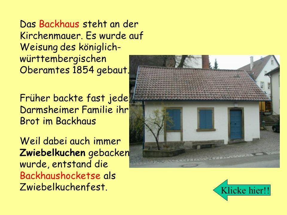Das Backhaus steht an der Kirchenmauer
