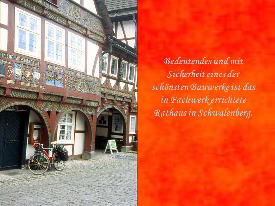 Bedeutendes und mit Sicherheit eines der schönsten Bauwerke ist das in Fachwerk errichtete Rathaus in Schwalenberg.